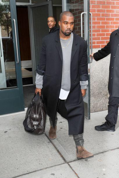 Kim no estaba sola, su adorado esposo. Kanye West estuvo con ella.