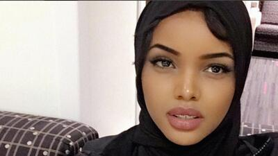 En fotos: Halima Aden la primera candidata en llevar hiyab y burkini en un reinado en Estados Unidos