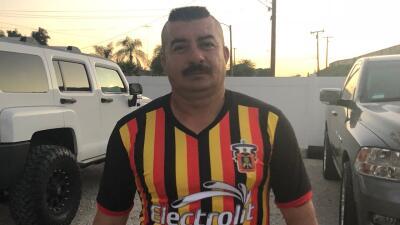 Este mexicano también espera que el fútbol le haga un milagro: que detenga su deportación