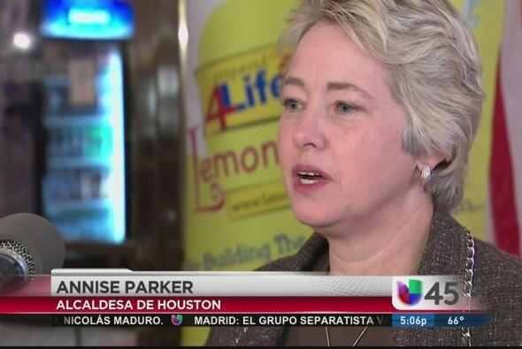 La alcaldesa de Houston Anisse Parker expresó su interés en que se elimi...