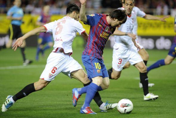 En uno de los tantos ataques del 'azulgrana', Messi tomó el balón y se m...