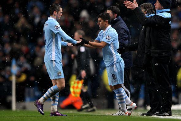 Finalmente Pizarro ingresó y debutó en la Liga Premier.