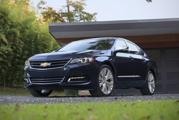 4) Chevy Impala- Diferencia durante el primer año: $10,800 (33.5%)