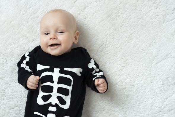 Ahora que si el 'crochet' no es lo tuyo, puedes pintar un enterizo negro...