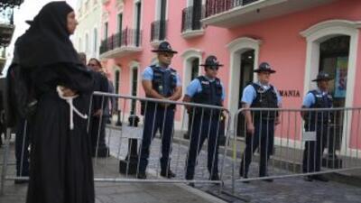 Policías en una calle de San Juan.