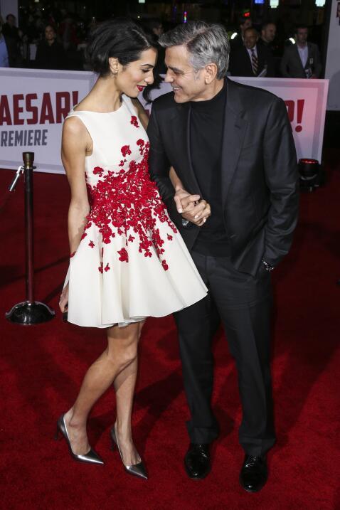 La pareja derrochó amor en el estreno de 'Hail, Caesar'.