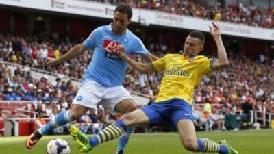 Higuaín debutó con el Nápoles ante Arsenal.