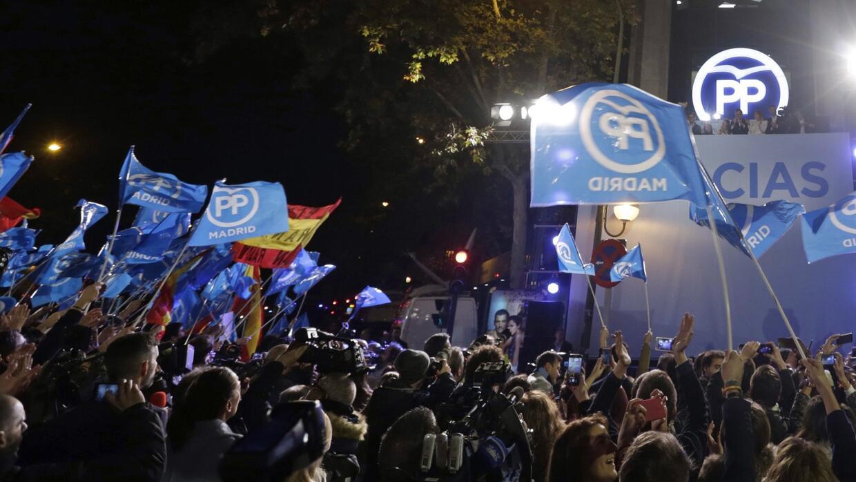 Seguidores del PP durante el discurso de Mariano Rajoy