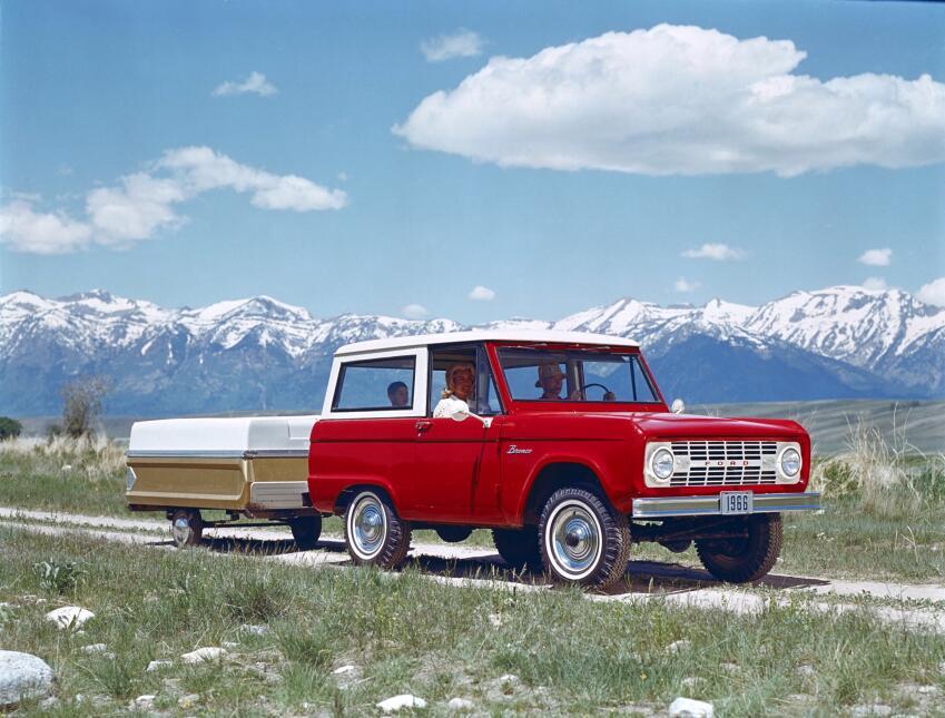 Historia visual de la Ford Bronco 1966_Ford_Bronco_wTrail.jpg