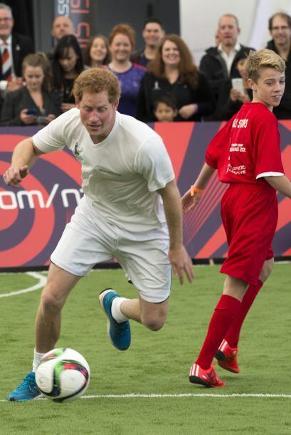 Jugando con chicos expertos en soccer.