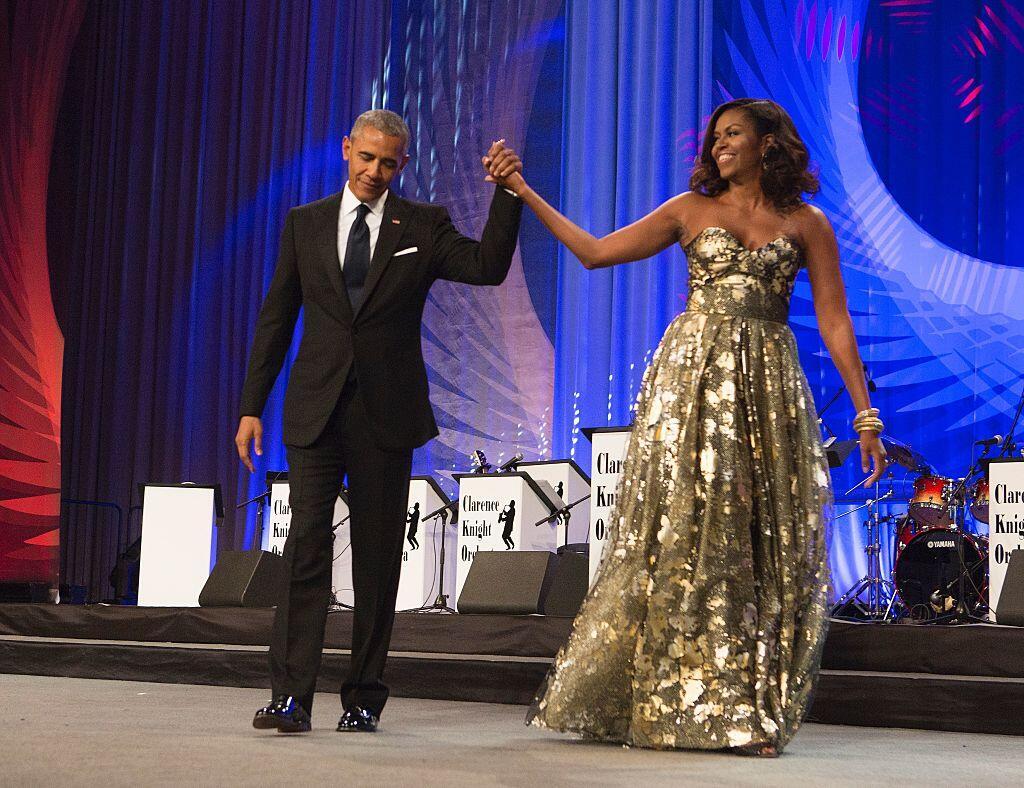 pareja obama bailando