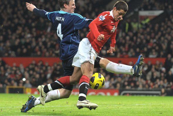 Después de que Hernández logró su anotación, los defensas fueron más dur...
