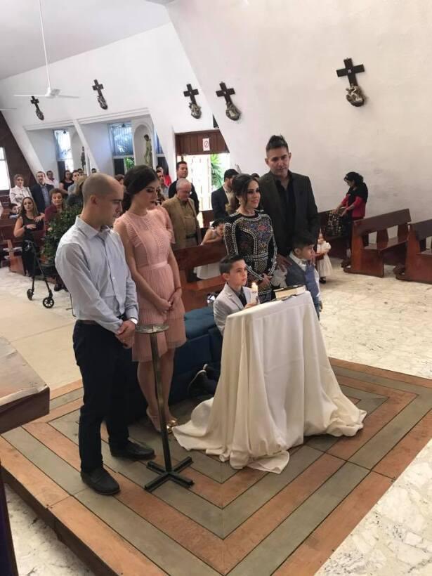 Joel Lizárraga celebró la primera comunión de su hijo Diego.