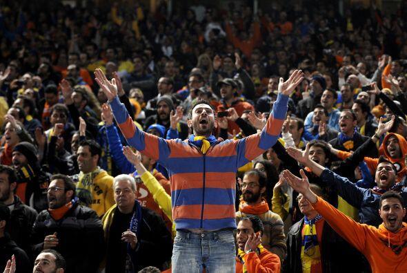 Todos los chipriotas vivían el partido a su manera, buscando disfrutarlo...
