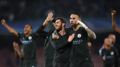 Manchester City mantuvo su paso arrollador al vencer al Napoli y selló su pase a octavos