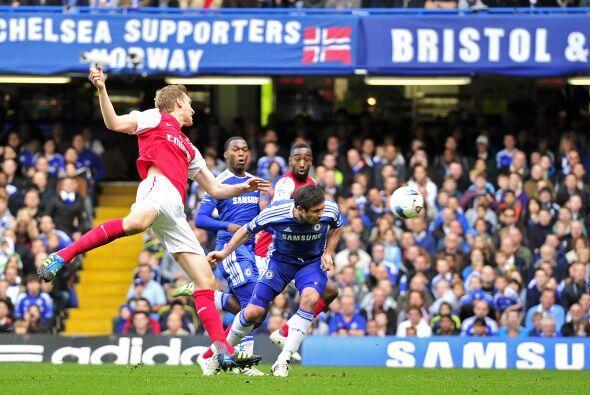 El primero en golpear fue el conjunto local por medio de Frank Lampard.