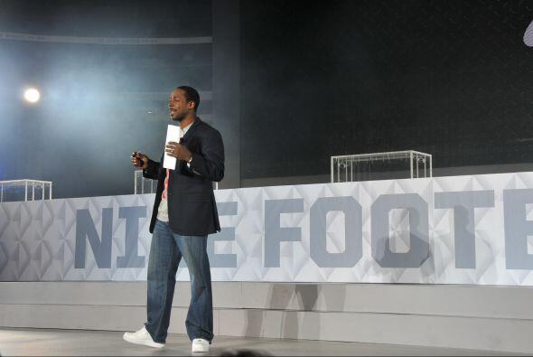 La presentación de Nike fue anunciada por el ex ganador del Trofeo Heism...