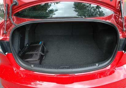 El espacio de la cajuela es bastante amplio para un auto de este segmento.