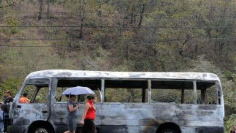 En los ataques murieron 16 pasajeros, nueve conductores de autobuses, ci...