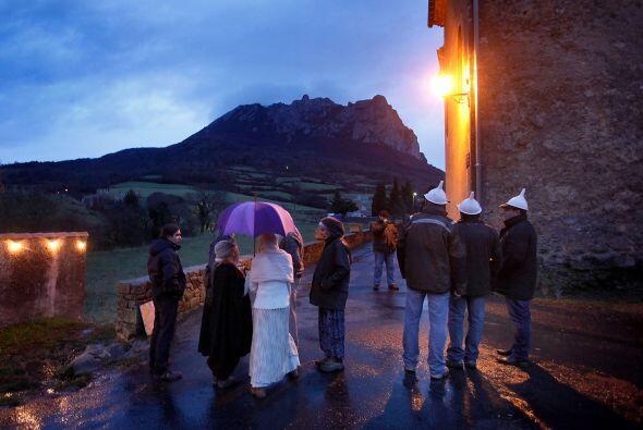Desde finales del siglo 20, Bugarach es sitio de peregrinación de los se...