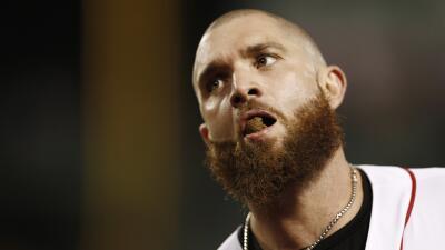 Masticar tabaco en el béisbol: un vicio dañino, cada vez más prohibido