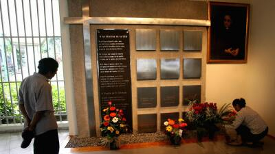 Nichos de los seis jesuitas asesinados en El Salvador en 1989