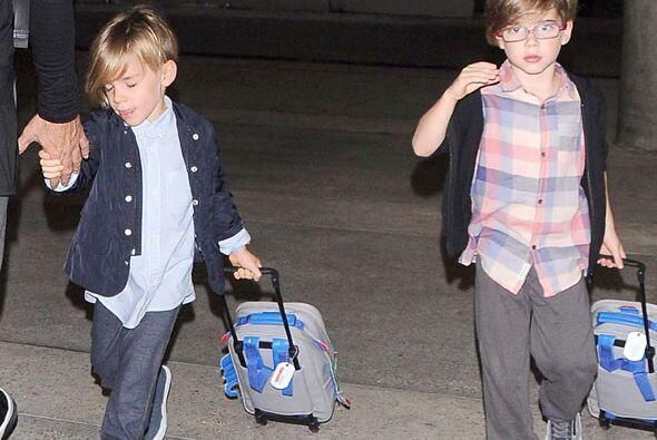 Los pequeños se veían adorables y jalaban ellos mismos sus maletitas. Má...