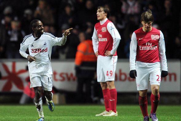 Pero casi aún cuando Arsenal festejaba ese gol, llegó el tercer tanto de...