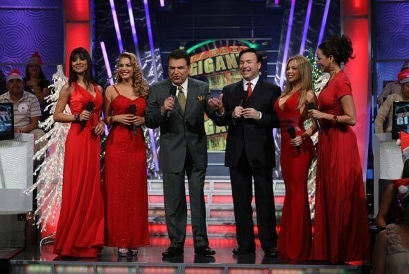 Javier Moreno es otro presentador que aprovecha la presencia de las bell...