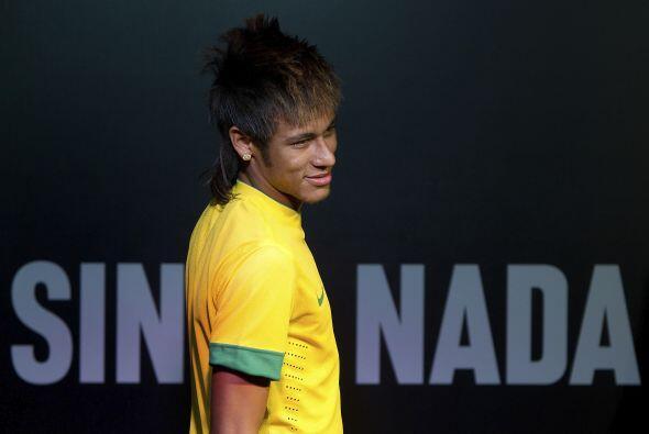 El jugador que muchos clubes europeos pretenden, Neymar, se divierte en...