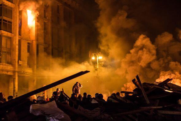 Autoridades empezaron la noche del martes el desalojo forzoso del bastió...