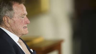 Ex presidente George H.W. Bush es hospitalizado