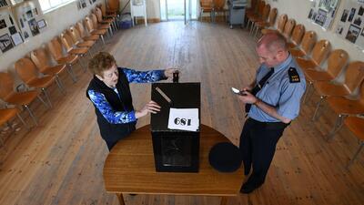 Una Irlanda dividida vota en histórico referendo sobre la restrictiva ley del aborto