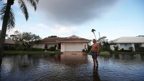 La casa de Jerry Darnell en Bonita Springs, se inundó por el hura...