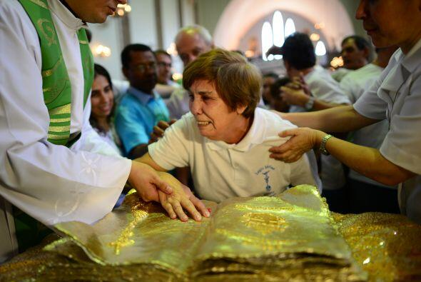 Las reliquias son unas gotas de sangre del Papa polaco colocadas en una...
