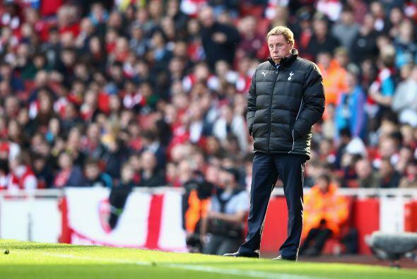 Y el entrenador Harry Redknapp tenía la mirada perdida, tan perdida como...