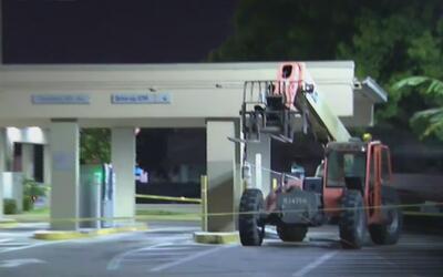 Delincuentes utilizaron una grúa para arrancar y robar un cajero automát...