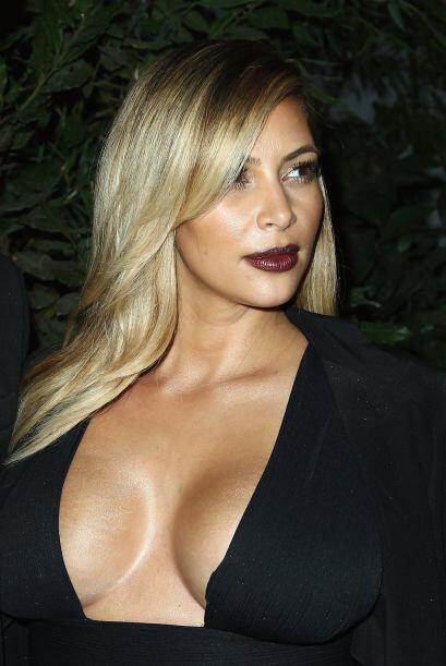 Durante su embarazo Kim Kardashian lo que presumió fueron sus escotes.