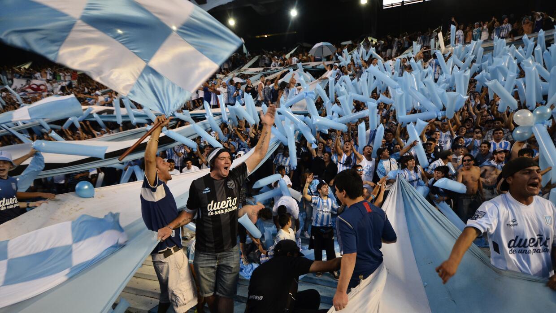 Hinchas de Racing Club celebran título en Argentina en 2014