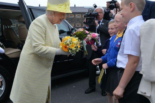 La visita de la reina es vista como un paso más hacia el proceso de reco...