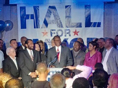Todo indica que la alcaldesa Annise Parker fue reelegida a un tercer t&e...