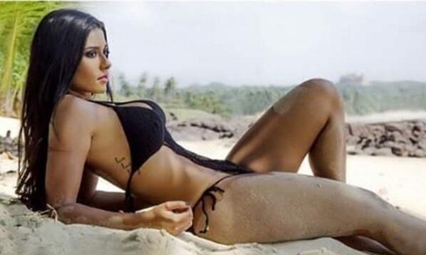 Le espectacular y exuberante modelo brasileña cumplió su promesa de desn...