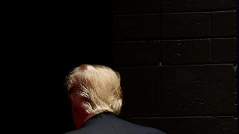 Donald Trump al término de un evento en Wisconsin