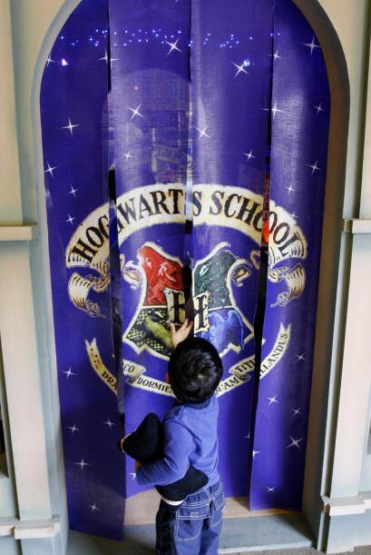 El colegio de magia Hogwarts llevó a los niños de nuevo por el mundo de...