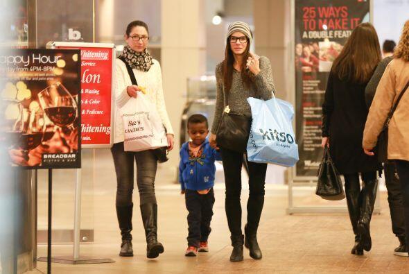 Realizaron varias compras en las tiendas. Mira aquí los videos m&...