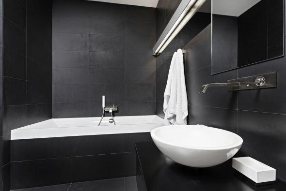 Carbón. ¿Te animarías a cubrir tu baño de cerámicos de un gris tan oscur...