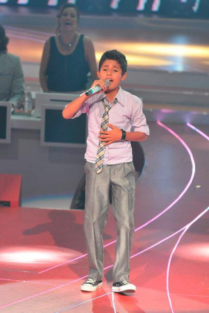 Él también demostró, con su hermosa voz, porqué fue seleccionado para pa...