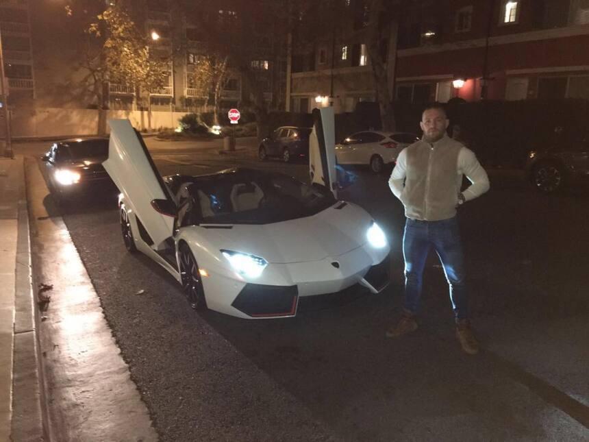 A Conor McGregor también le gustan los autos italianos, como el Lamborgh...