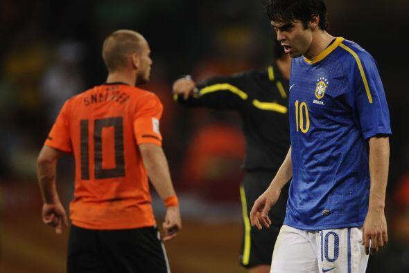 En Sudáfrica lloró Brasil, su derrota por 2-1 ante Holanda en cuartos de...
