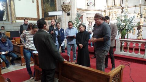Detrás de cámaras del muerto en la iglesia